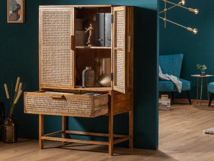 Drewniana komoda bamboo z ażurowymi frontami / wys. 140 cm